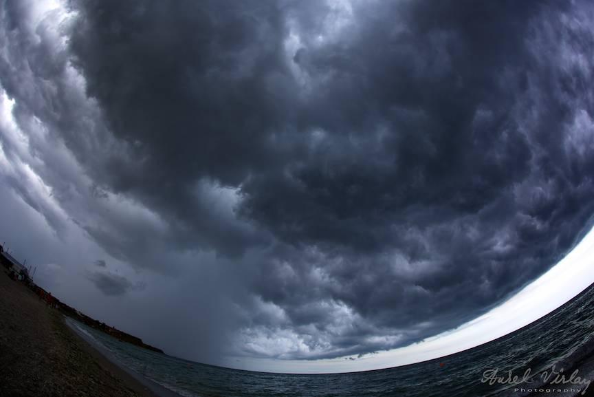 Eseu Foto despre Furtuna deasupra Marii Negre si Vamii Vechi.