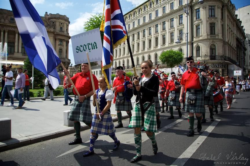 Parada Costumelor Populare pe Calea Victoriei - Placerea mea de Fotografie Contre-Jour!