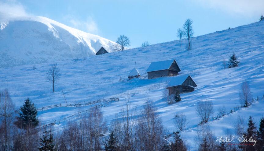 Hodai/Odai sus pe culmea muntelui, deasupra Moieciului de Sus.